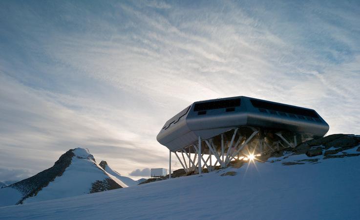Die belgische Forschungsstation wurde 2009 offiziell eröffnet und war ursprünglich in privatem